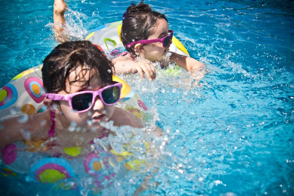 How to Properly Maintain Your Pool's Water Filtration System