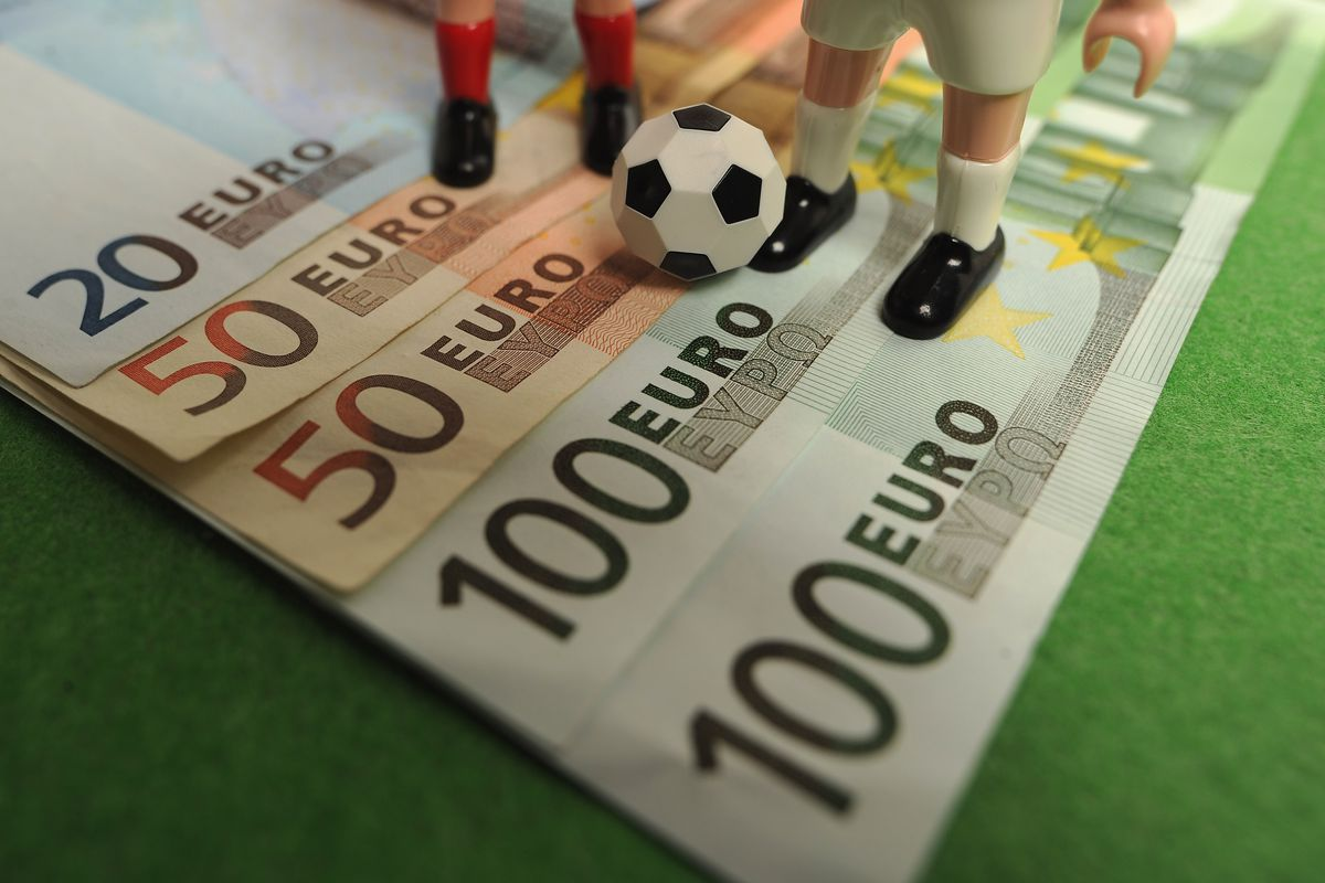 What is More Profitable: to Play Online Casino or Bet on Sports?